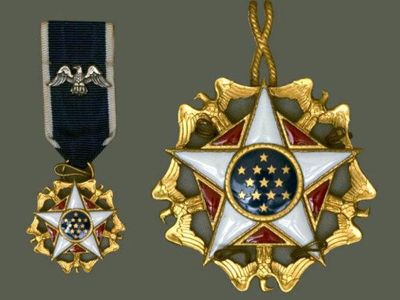Medalla historia y Biografia de Walt Disney resumida 13
